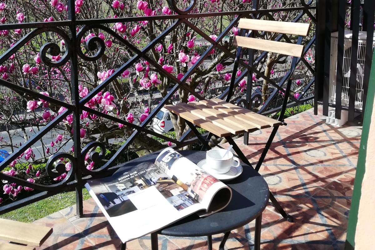 Terrasse de chambre donnant sur Les jardins de l'Hotel à Saint Jean de Luz, Le Chantaco, Pays basque, côte basque